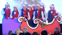 Singing Sisters Perform at Christmas Concert