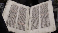Iraqi Christian Organizations Present Pope Francis With Restored Aramaic Manuscript